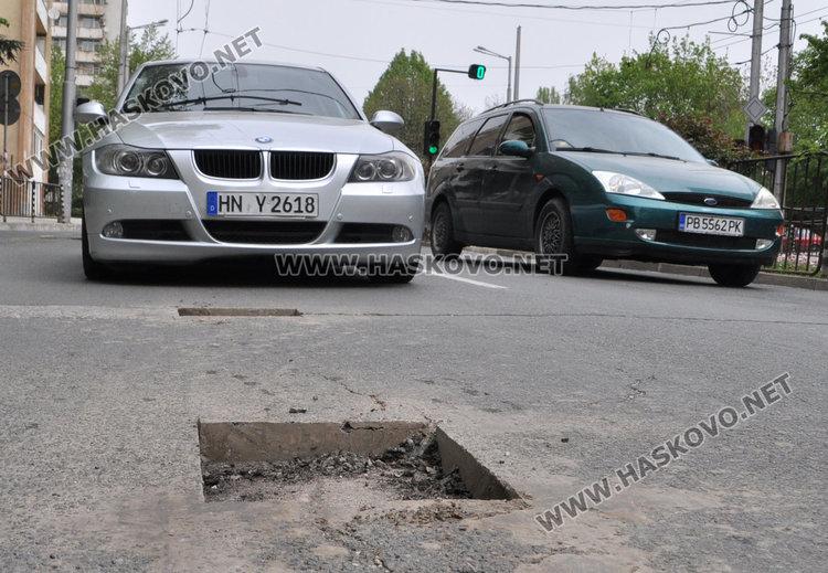 "Тройно автомеле на ""Раковски"" заради изрязаните дупки"
