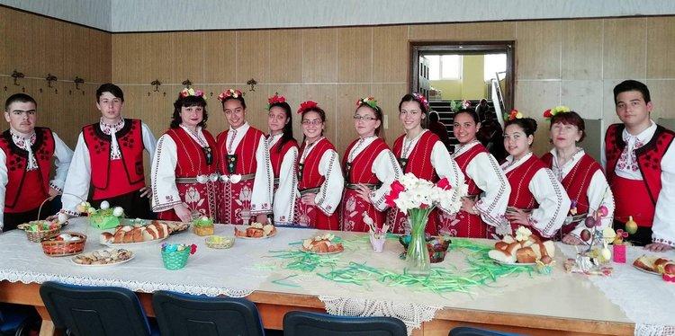 В Професионалната гимназия се изявиха танцьори и кулинари