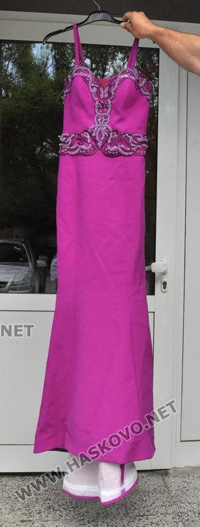 Баща дарява балната рокля на дъщеря си на абитуриентка в нужда
