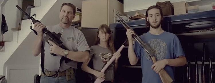 Лени Кравиц с брутално видео на новата си песен (видео)