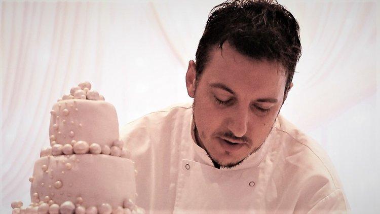 Братът на Владо Карамазов прави торта за сватбата на Хари и Мегън