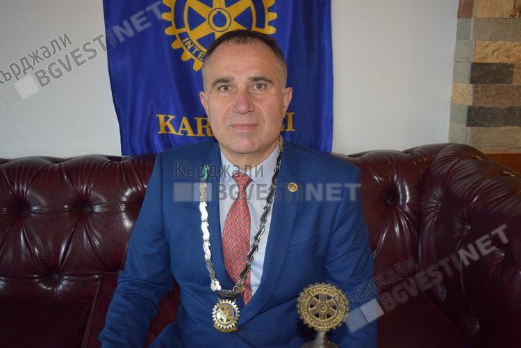 Сабахатин Гьокче като президент на Ротари клуб