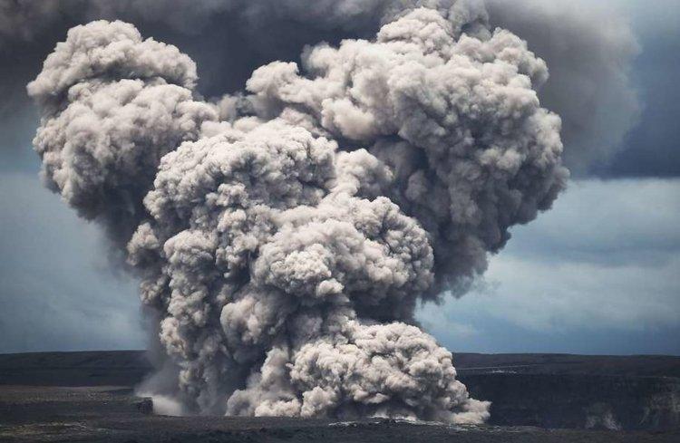 Вулканът Килауеа бълва пепел, застрашава авицията