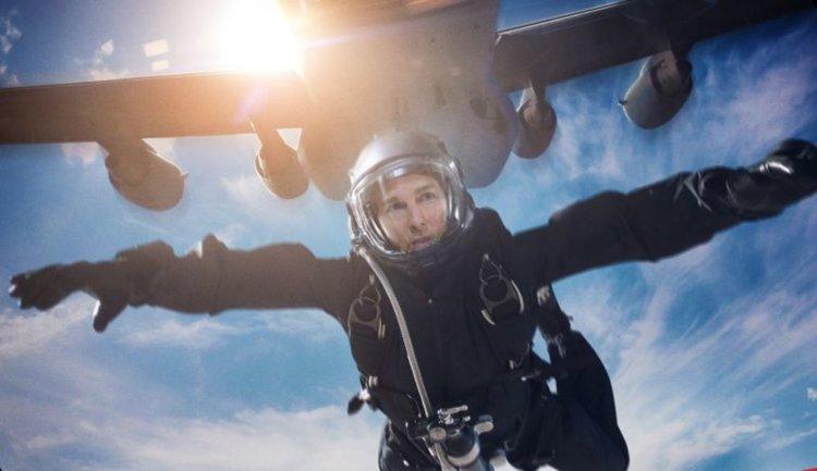 Том Круз пада 7 км в каскада без парашут (видео)