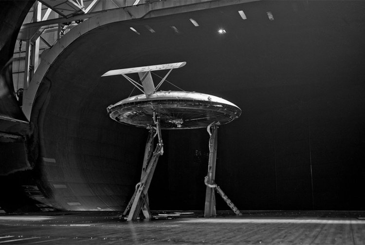 AvroVZ-9V Avrocar в аеродинамичната тръба, 3 март 1961 год. Сн.: НАСА