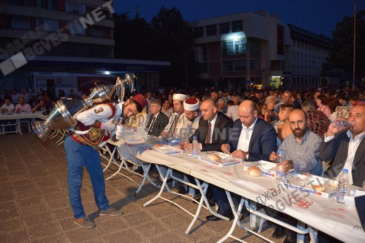 """Конвоят """"Берекет"""" идва в Кърджали на 13 юни, ще даде ифтар на 3000 души"""
