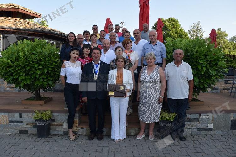 Бахар Палова предаде президентските правомощия в Ротари клуб Кърджали на Валентин Гогев
