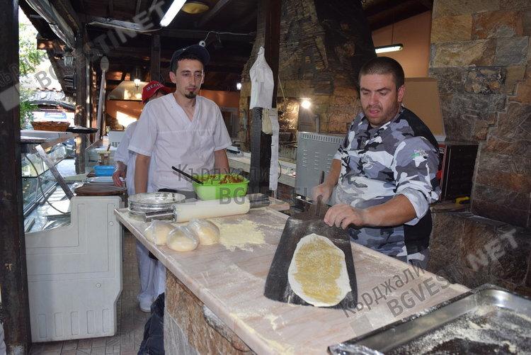 Асът на пицата в България засрамва  италианците, учи последователи в Кърджали