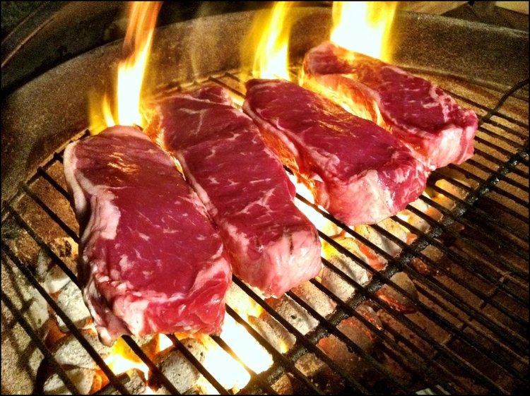 Как да намалим канцерогените в печеното на грил месо с 99%