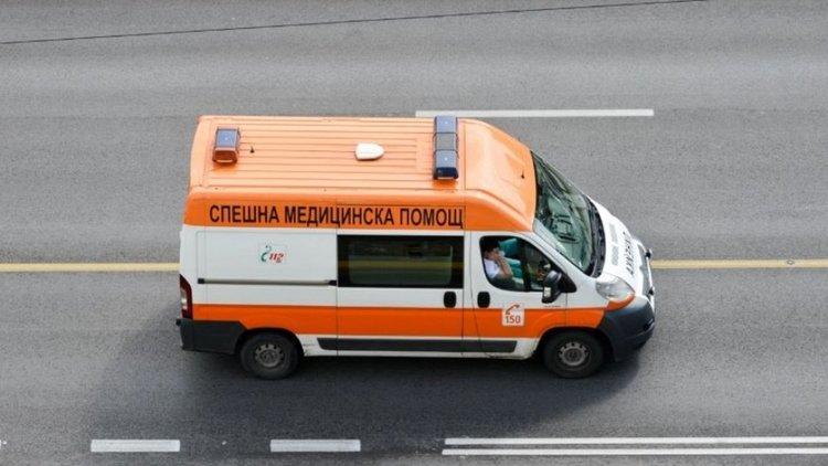 Работник пострада при мощна експлозия на далекопровод в София
