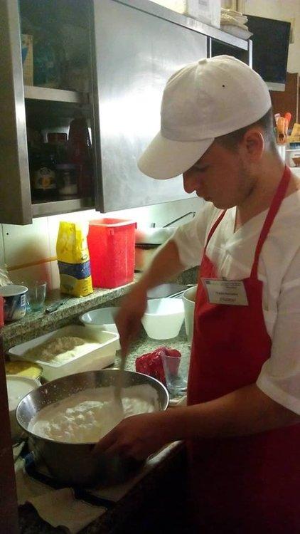 Бъдещи звезди в туризма на практика в ресторант със звезда Мишлен в Болоня