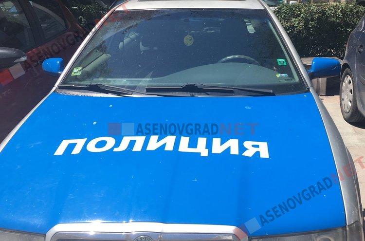 Охранител на паркинг и шофьор от Хасково се сбиха насред Асеновград