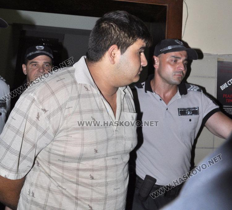 Васил Колев беше доведен с белезници, но беше освободен