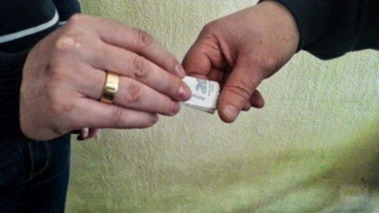 Перничанин се опита да подкупи димитровградски полицаи