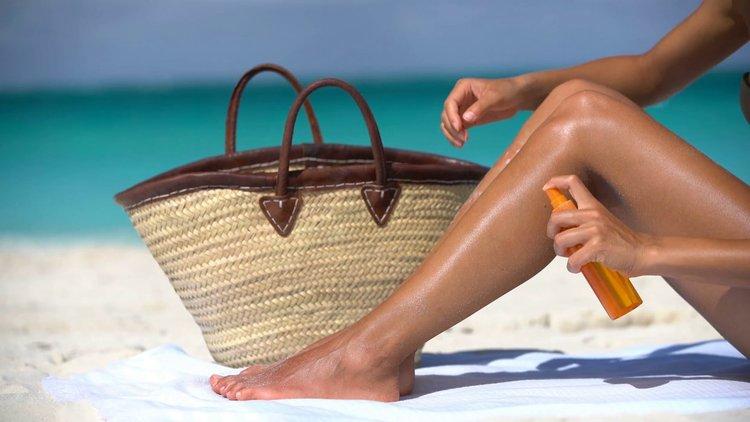 Изследване: Най-вероятно не ползвате плажното мляко както трябва