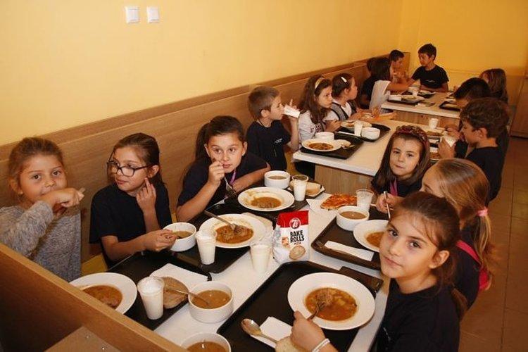 Училищно хранене: Наематели на столове срещу нова наредба