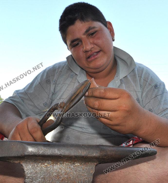 17-годишният Васил преди 4 години майстори джезве