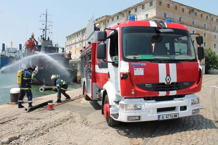 Конкурси за 250 вакантни длъжности в пожарните служби в страната