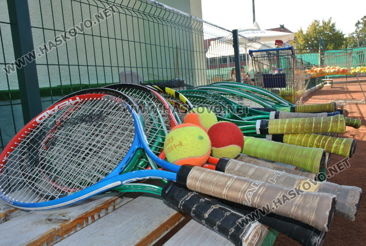 Деца от пет общини  на тенис състезание преди училищния старт