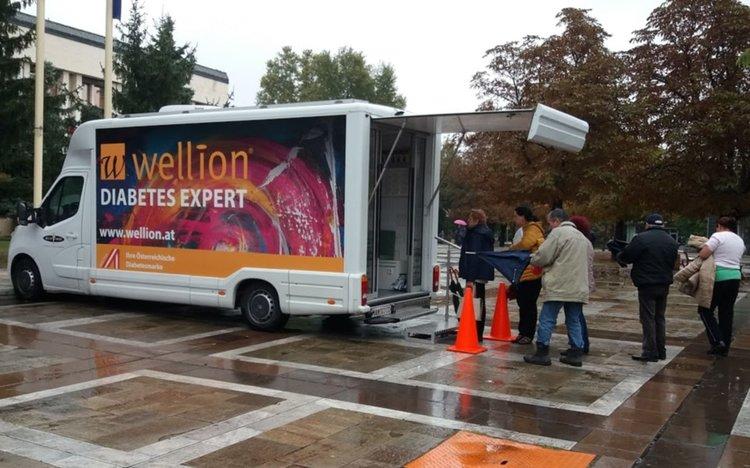 Първомайци проверяват кръвната си захар в мобилна лаборатория