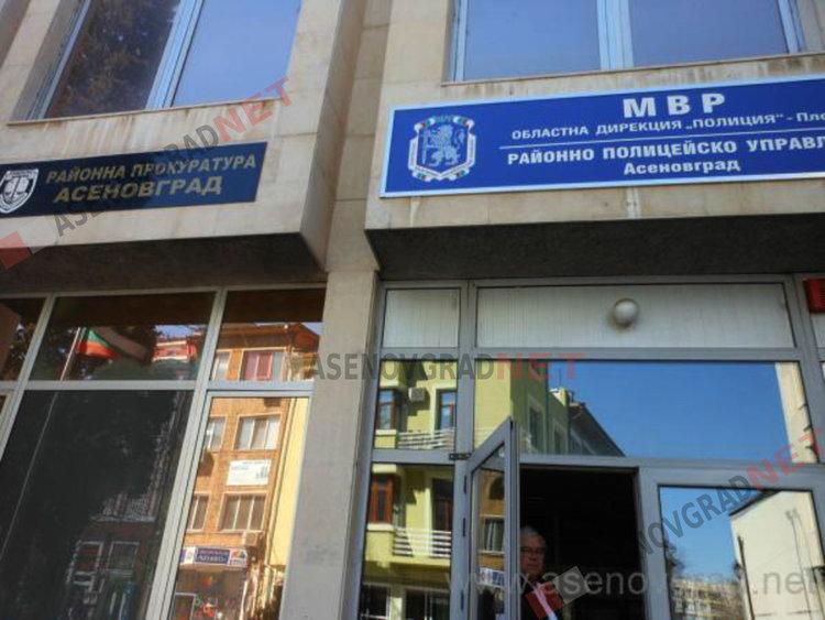 Трима са привлечени като обвиняеми за кражба на 20 бона от хипермаркет в Асеновград