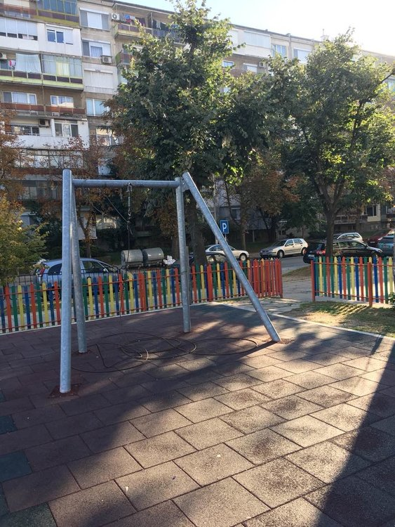 Вандали отново посегнаха на детски площадки в Димитровград