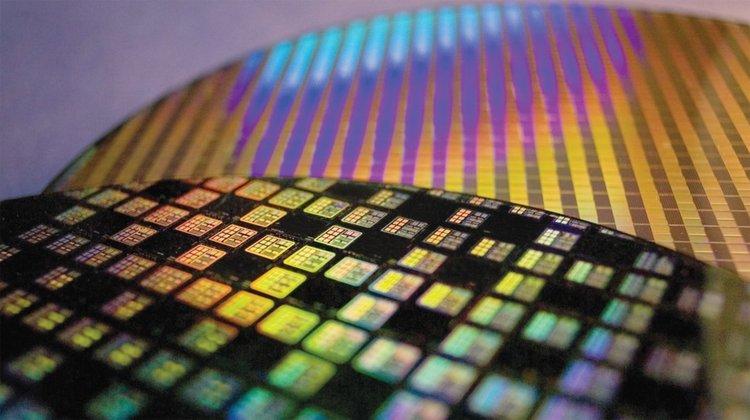 Тиха револючция в полупроводниковата индустрия. 7-нанометровата продукция на Samsung
