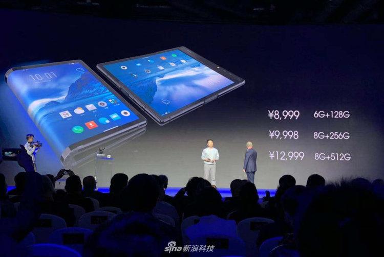 Представиха първия смартфон със сгъваем екран на пазара (видео)