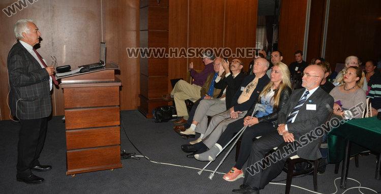 Конференцията за НЛО стартира при пълна зала в Хасково