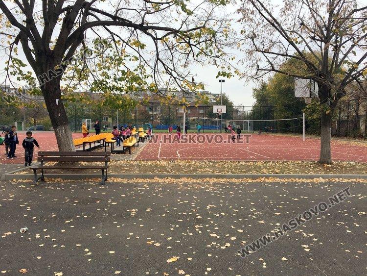 Вандализъм в училищен двор в Димитровград