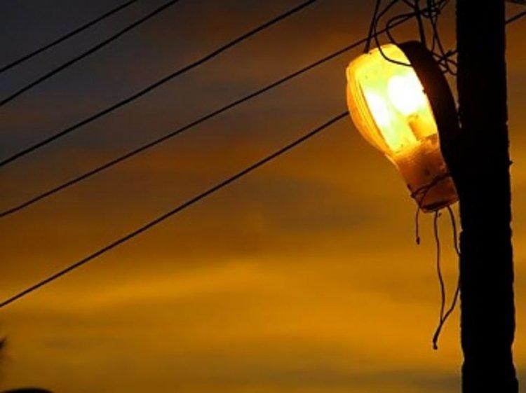 Със смяната на часа, тъмнина превзема улиците на Първомай