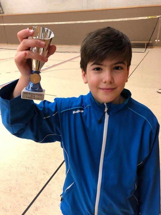 10-годишният Ицо Костов показа на батковците в Германия как се играе бадминтон