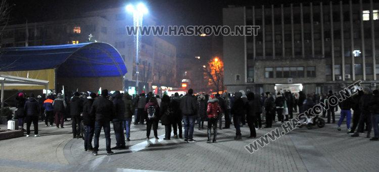 Протестиращите блокираха улици в Хасково, готвят петиция до парламента