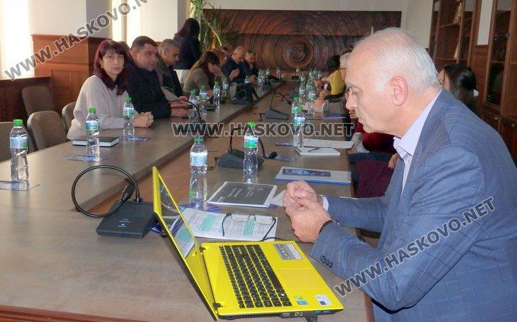 Велоалеи и говорещи соларни спирки в Димитровград, обсъждат такса за автомобили в центъра?