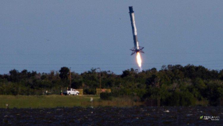 Първата степен на Falcon 9 се приземява аварийно в Атлантическия океан (видео)