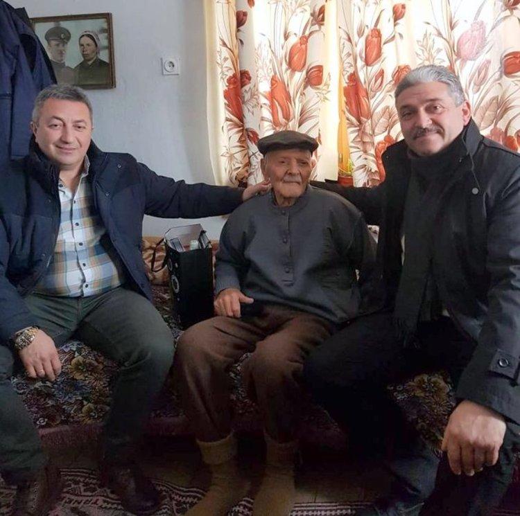 Юбилярът посрещна кметове и получи почетен знак от военния министър Каракачанов, снимка Девин онлайн