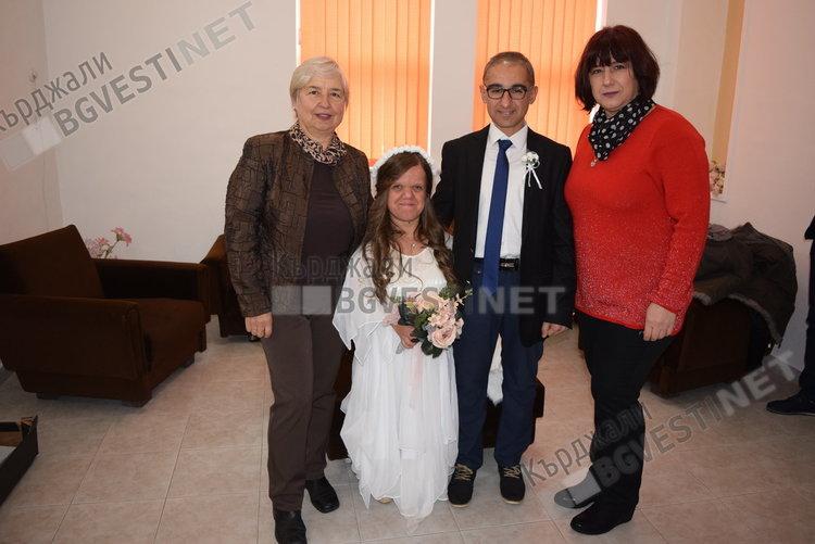 Първа сватба в Кърджали за годината, кметът венча малки хора с големи сърца