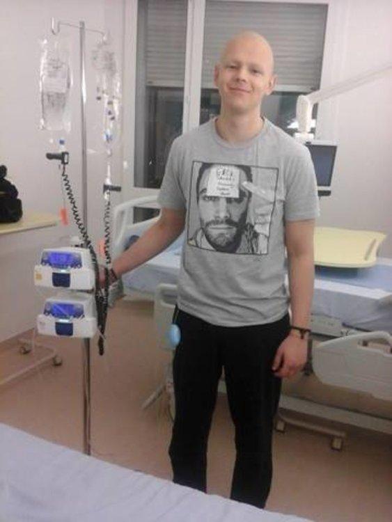 Васил е само на 24  години, вече пет години се бори за живота си и има нужда от помощ, за да продължи битката с тежко заболяване