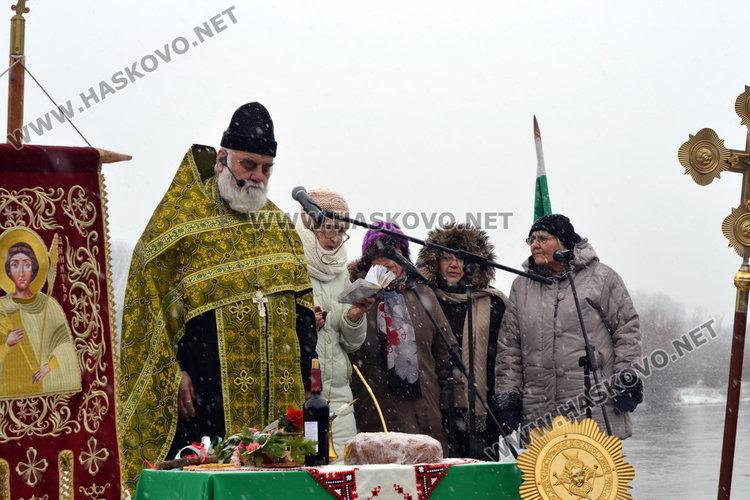 За 3-та поредна година Янислав извади кръста на Богоявление в Димитровград