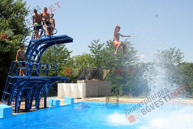 b2376c670d3 Димитровградския басейн отвори врати - за деца безплатно, за младежи 1лв.,  за възрастни 3лв. на ден
