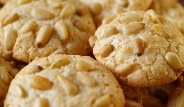 Бисквити с канела и кедрови ядки