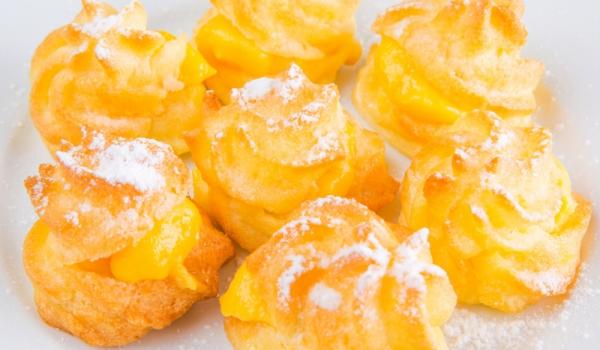 Профитероли с портокалово желе и сметана