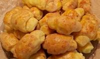 Домашни кифлички с кашкавал и сирене