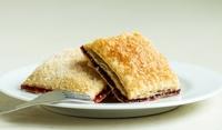 Сладкиш с бутер тесто и сушени сини сливи