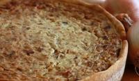 Пирог с бекон и лук