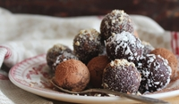 Шоколадови бонбони със стафиди и ром
