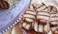 Руло от бисквити с шипков мармалад и масло
