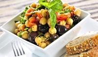 Средиземноморски зеленчуци с нахут