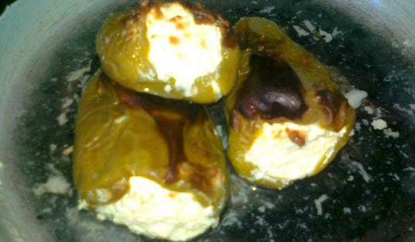 Чушки със сирене и яйце