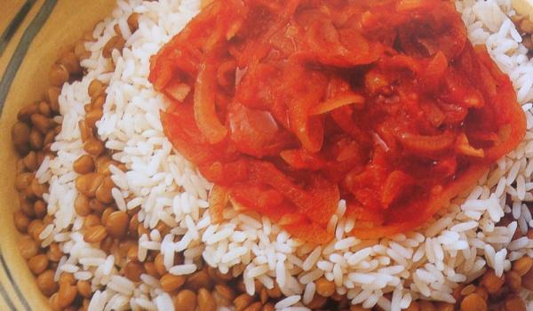 Леща с ориз и доматен сос